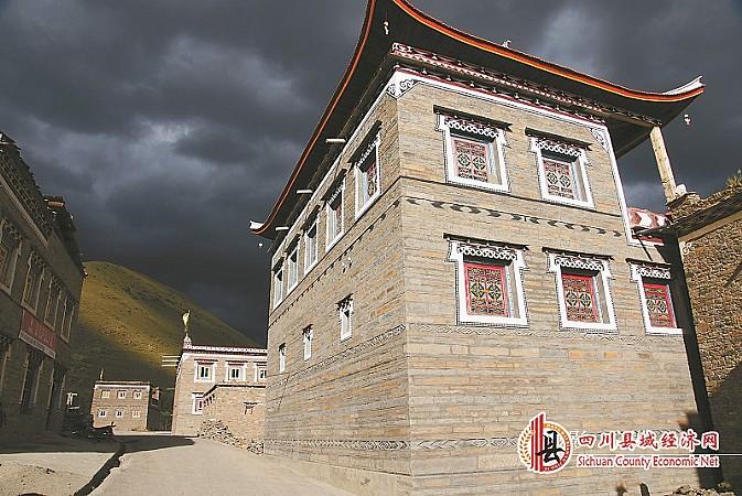 藏语中意为木头修建的房子)建筑;还有以木材,石头,泥土混合的建筑图片